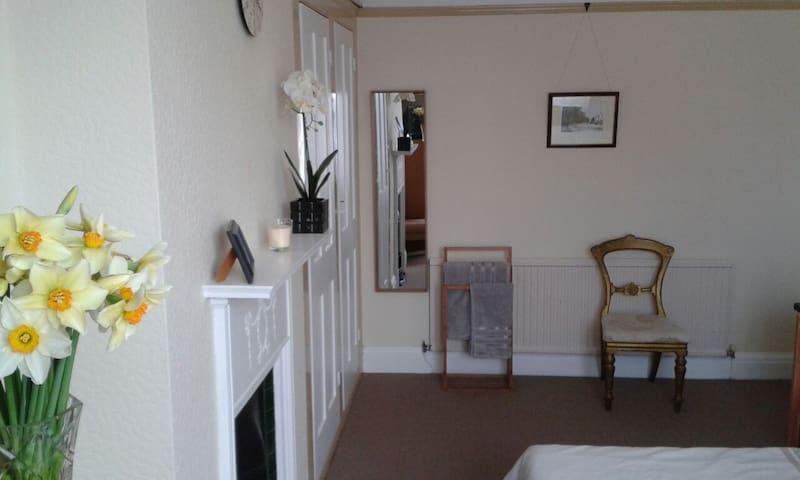 Comfy Twin Room Maddington Cottage Town Centre - Bognor Regis