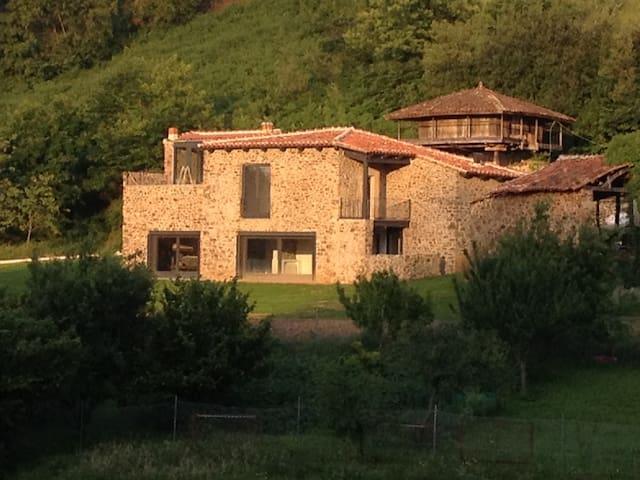 CASA, HORREO Y PAJAR EN RIBERAS - Riberas - Haus