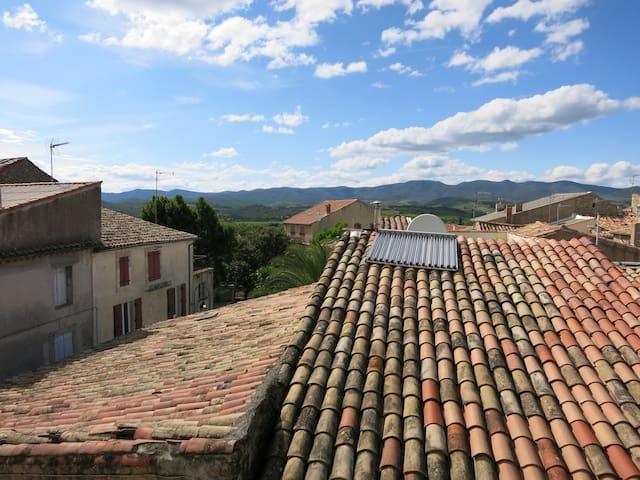 Authentic French village house - Autignac - Huis