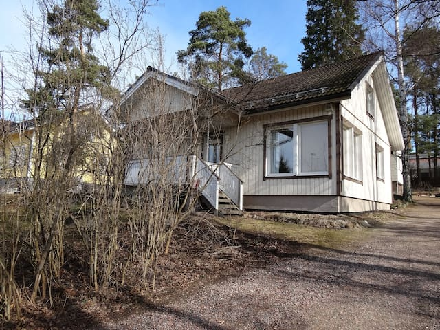 Room near airport, ask about pickup - Vantaa - Hus
