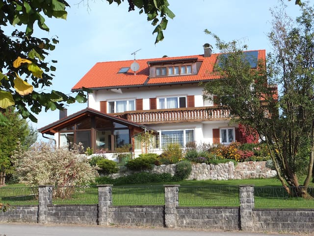 Allgäu - Wohnung im Landhausstil - Lengenwang - Departamento