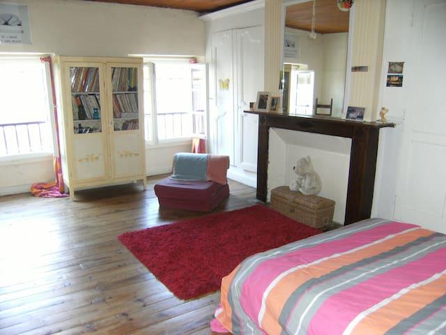 Chambre d'une maison de ville - Saint-Sever - Huis
