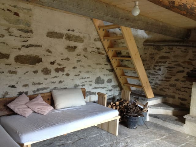 Mountain hut with scenic Alps view! - Craveggia - Otros