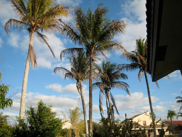 Three bedrooms- Pool & Water Views - Plantation - Casa