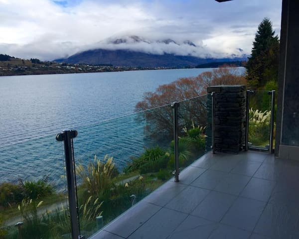 Lakefront Modern Spacious Studio - Queenstown - Appartement