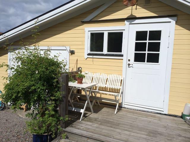 Liten stuga i skärgårdsparadis - Vaxholm - Zomerhuis/Cottage