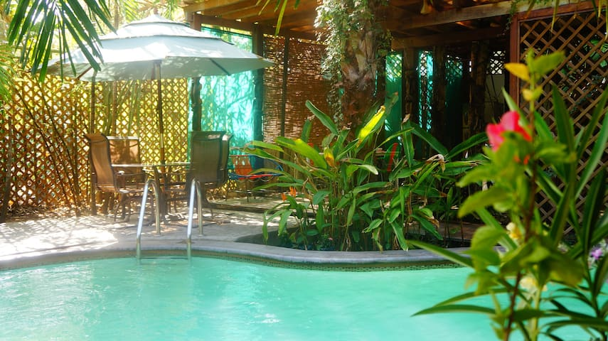 Private Oasis in Fun Beach Town - Tamanique - Talo