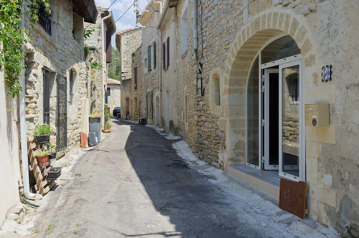 Ancienne maison de village rénovée - Nages-et-Solorgues - Casa
