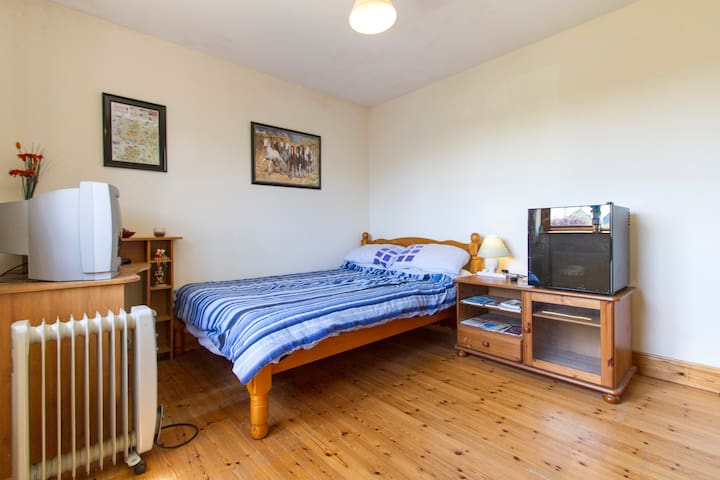 The Meadows, Room Only. 1 or 2 ppl - Claremorris