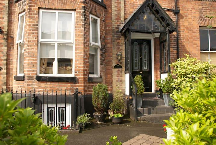 Altrincham's original and cosy Airbnb flat. - Altrincham - Appartement