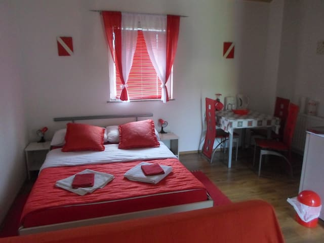 House Petra, Studio Apartment - Rakovica - Casa