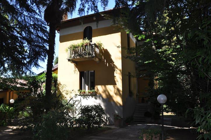 Bed & Breakfast Villa Ida - Carnago - Bed & Breakfast