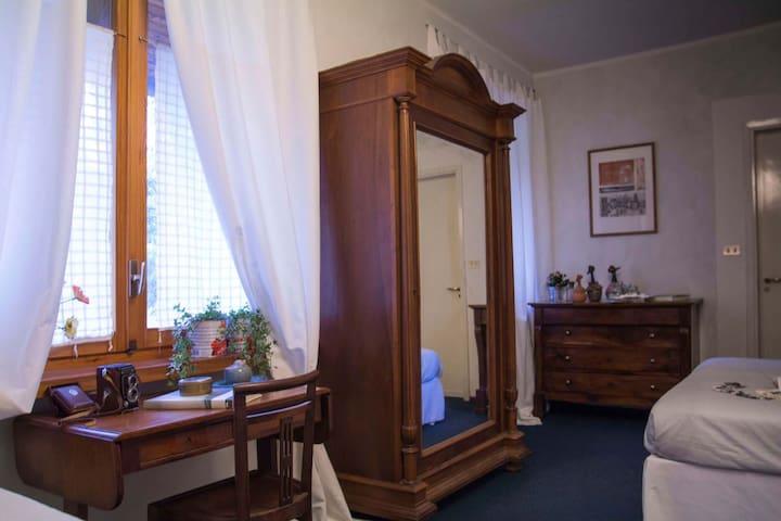elegante camera con bagno privato - Fiano - Villa