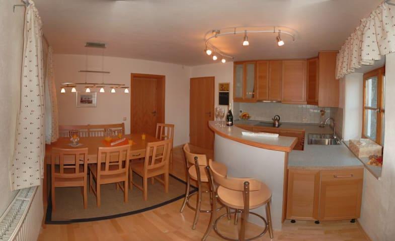 Moderne Ferienwohnung am Stadtrand - Trostberg - Appartement