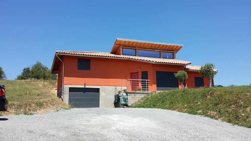 Maison sur chemin st Jacques GR65 - Livinhac-le-Haut - Casa