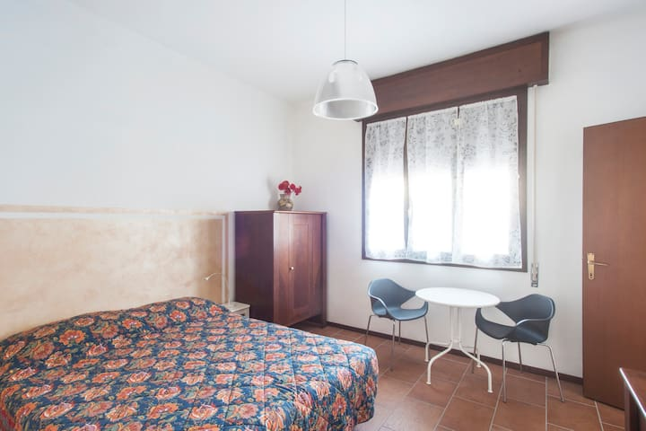 In centro, camera 2 letti con bagno - Crema - Huis