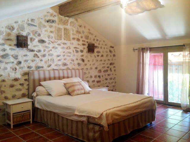 Dépendance en villa avec piscine - Cardet - Huis