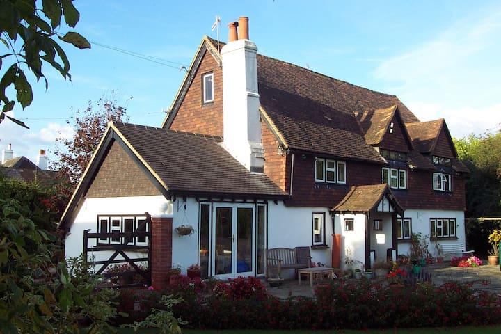 Gatwick  5 minutes - Converted Barn - Hookwood - Huis