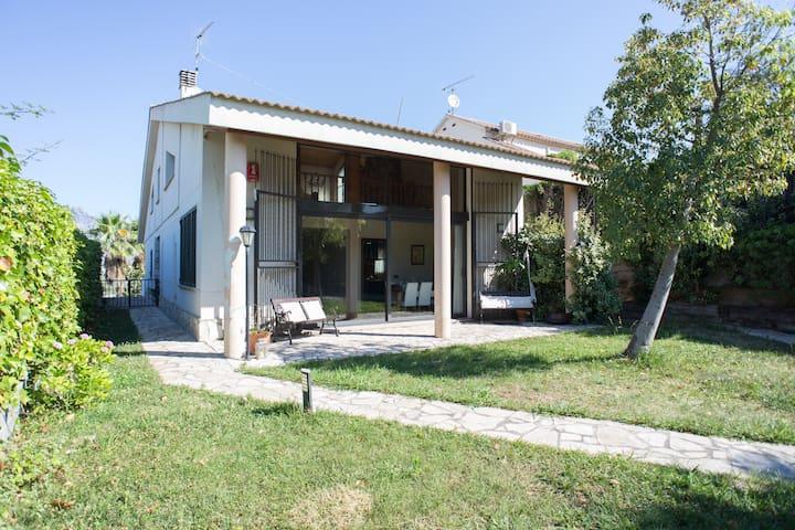 Big nice 4p. house near Montserrat. - Olesa de Montserrat - Chalé