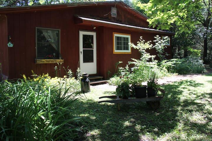 Riverside Cottage - Malone