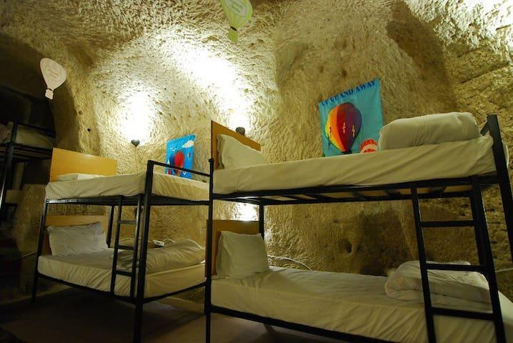 Millennia-old Cave Dorm 4 @Göreme - Göreme - Mağara