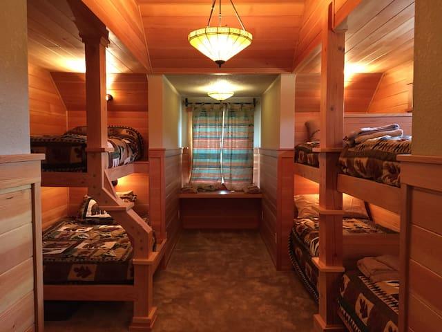 Bunk Room at Cascade Mountain Lodge - Lyons - Maison