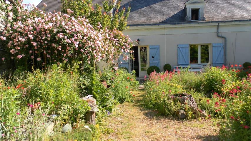 Loire Valley Farmhouse+UniqueGarden - Saint-Rémy-la-Varenne - Casa
