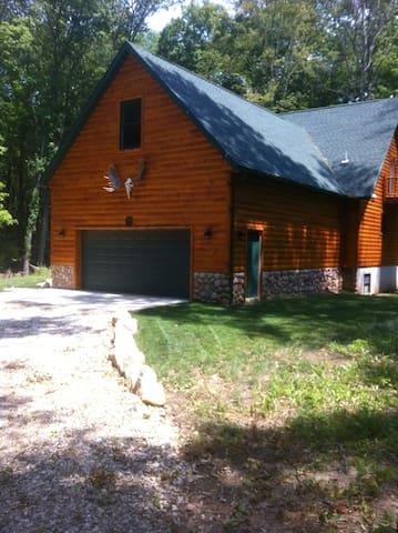 Hickory Creek Lodge - Urbana - Houten huisje