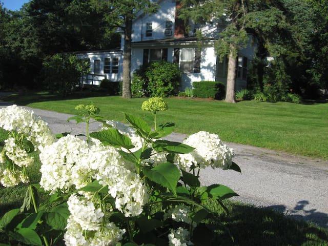 Historic White Blossom House - Southold