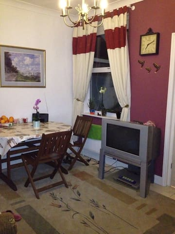 Comfortable Room in a Lovely Home - Enfield