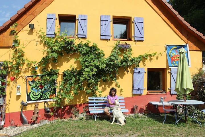 Chambre privée/ rando, peinture - Lalaye - Casa