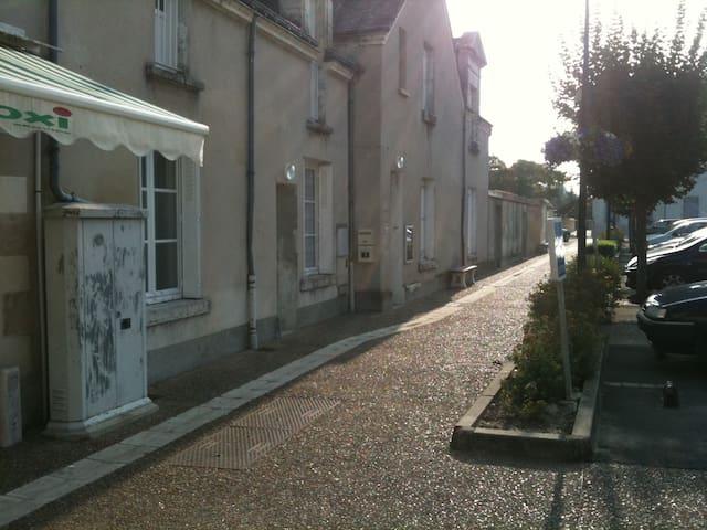 Appartement en centre bourg - La Croix-en-Touraine - Apartamento