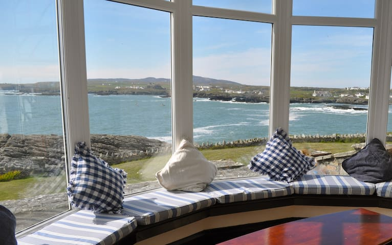 Seaside House with Amazing Views - Trearddur Bay - Casa