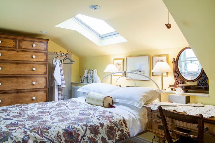 The calm yellow garden view room. - Ottery Saint Mary - Bed & Breakfast