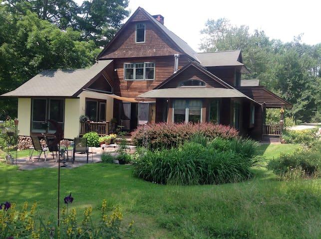 Home in historic village - Litchfield - Hus