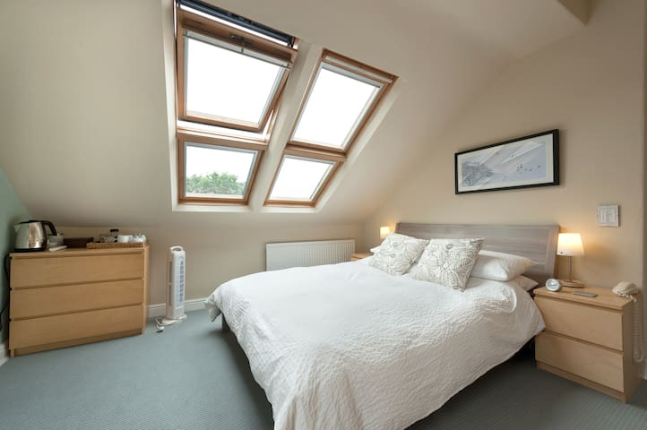 Double Bedroom in Victorian Home (King Size Bed) - Stockport - B&B/民宿/ペンション
