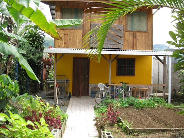 Authentic Small town experience - Orosi - Huis