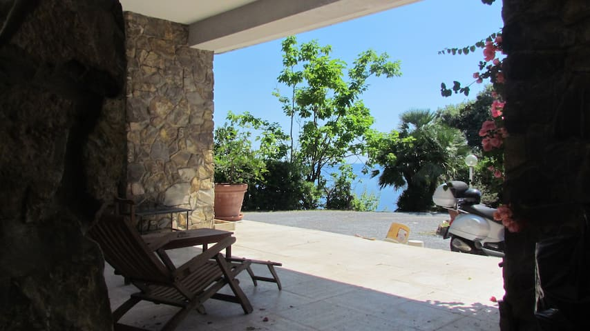House with Porch and Sea View - Recco - Huoneisto