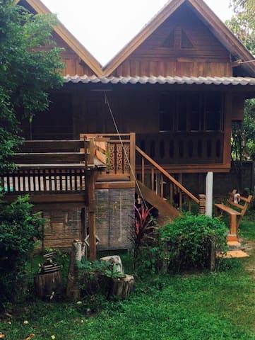 Rayreal House - Maehongson - Huis