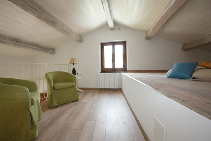 Lovely apartment with loft and wide garden - Cagli - Wohnung