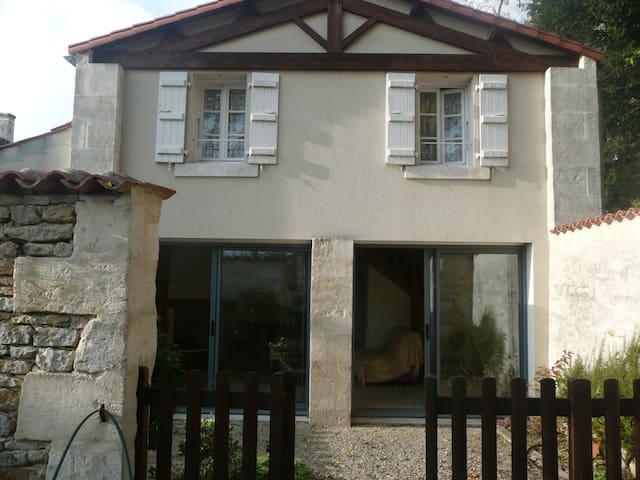 Gîte marais poitevin dans parc 1ha - Maillezais - Haus