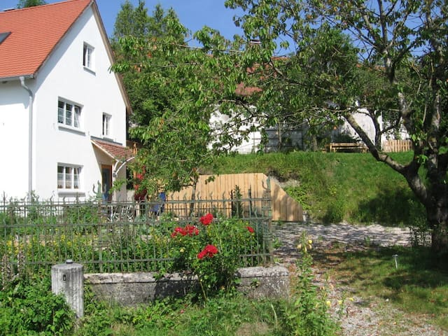 Wonderful cottage next to the river - Kaufering - Hus