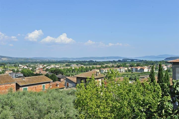 Town centre apt, terrace, lake view - Tuoro Sul Trasimeno