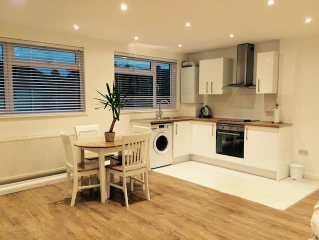 New self-contained annexe - Bishops Stortford - Bungalow