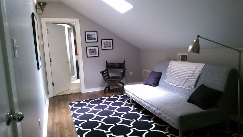 Large Private Room Close to TWU - Denton - Talo