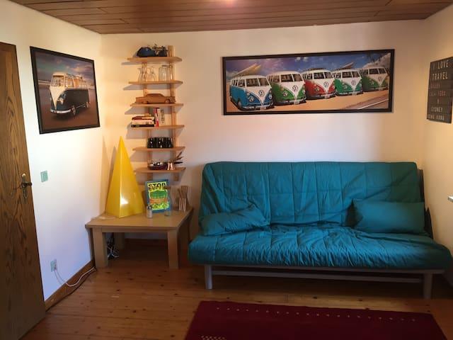 2 Zimmer im Altbau. Dusche im Gang - Eiterfeld - Hus