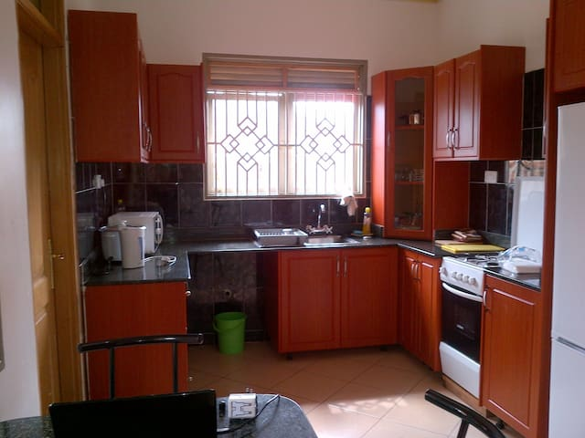 Beautiful modern 4 bedroom house - Kampala - Huis