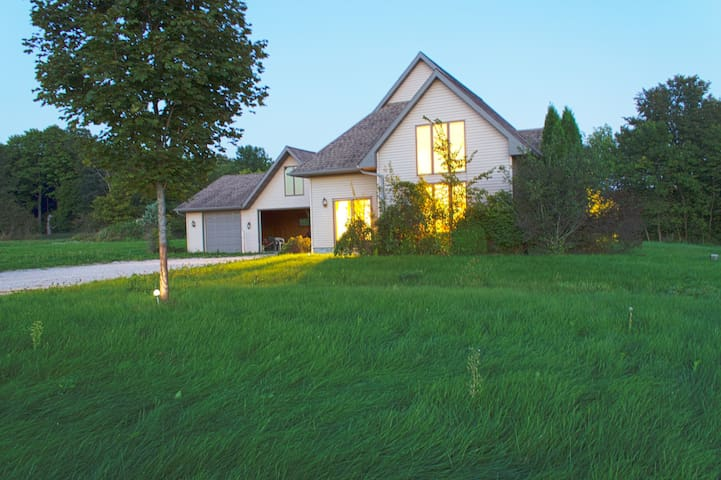 Peaceful, private country home - Elkhart Lake - Дом
