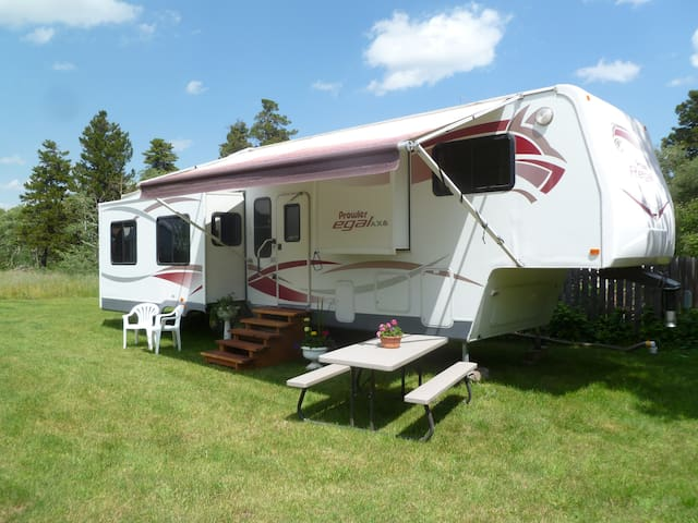 East Glacier RV Rental - East Glacier Park Village - Bobil