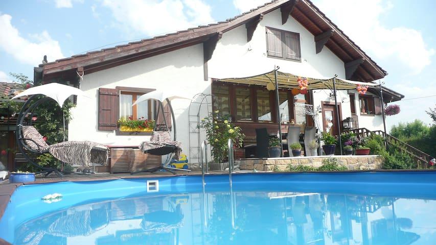 Maison 5 chambres jardin et piscine - Crans-près-Céligny - Casa